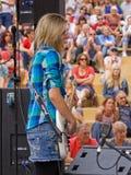 低音吉他弹奏者 免版税图库摄影