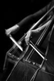 低音提琴细节在交响乐团的 库存照片