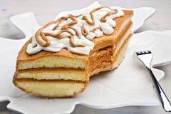 低头蛋与黄油奶糖装填和mascarpone t的松糕 免版税库存图片