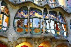 住处Batllà ²窗口Gaudì在巴塞罗那 库存图片