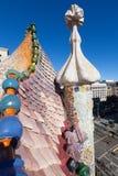 住处Batllo屋顶在巴塞罗那,西班牙 免版税库存图片