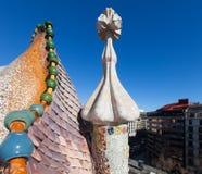 住处Batllo屋顶在Passeig de Gracia的在巴塞罗那 免版税库存图片