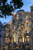 住处Batlo在晚上(巴塞罗那)期间 免版税库存照片
