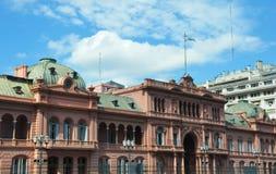 住处Rosada 桃红色房子 黄昏的马德罗港 阿根廷 库存图片