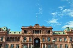 住处Rosada 桃红色房子 黄昏的马德罗港 阿根廷 免版税图库摄影