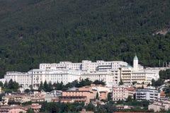 住处Sollievo della Sofferenza (医院),意大利 库存图片