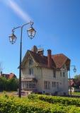 住宅三层房子典型的诺曼底建筑学在诺曼底,法国的巴约,卡尔瓦多斯部门 免版税库存图片