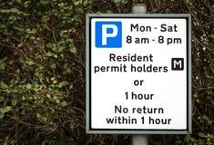住宅停车处制约标志 免版税库存照片