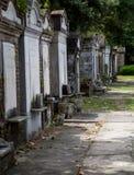 住宅区的公墓 免版税图库摄影