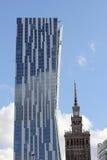 住宅塔和劳动人民文化宫在华沙, 库存图片