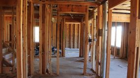 住宅家庭建造场所构筑了紧密新的家庭建筑的宽射击有一些被构筑的墙壁的 影视素材