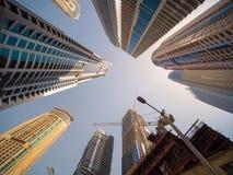 住宅摩天大楼在迪拜在一个晴天 阿拉伯联合酋长国 免版税库存照片