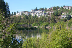 住宅河沿 库存照片