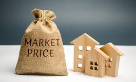 住房和前提市场售价的概念事务的 买卖不动产以平均市场售价 库存照片