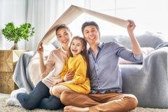 住房的概念年轻家庭的 免版税库存图片
