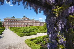 住所城堡的庭院边在拉施塔特 库存图片