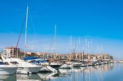 住所梅尔和高尔夫球口岸Argeles在Argeles苏尔梅尔海滩区域持续比利牛斯或 免版税图库摄影