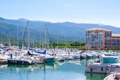 住所梅尔和高尔夫球口岸Argeles在Argeles苏尔梅尔海滩区域持续比利牛斯或 免版税库存照片