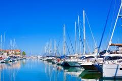 住所梅尔和高尔夫球口岸Argeles在Argeles苏尔梅尔海滩区域被设置在比利牛斯O 免版税库存照片