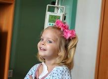 住医院的女孩 免版税图库摄影