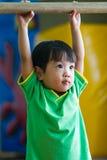 体操亚裔中国的小女孩 免版税库存照片