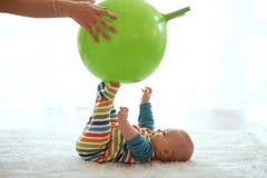 体操的婴孩 库存照片