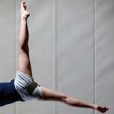 体操运动员的腿 图库摄影