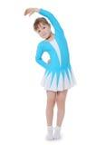 体操运动员行使的小女孩 免版税图库摄影