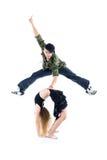 体操运动员跨接,并且交谈者在她之上跳 免版税图库摄影