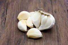 整体有机的大蒜和丁香 免版税库存图片