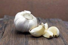 整体有机的大蒜和丁香 免版税图库摄影