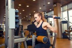 体育、健身、生活方式和人概念- 免版税库存图片