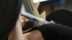体育体型健身大力士benchpress 股票视频