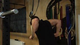 体育健身健身房锻炼训练人圆环浸洗 股票视频