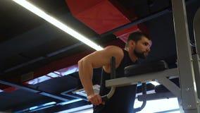 体育健身健身房锻炼训练人垂度酒吧 股票录像