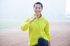 体育健身妇女,运动女孩行使 免版税库存图片