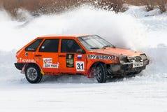 体育在汽车的冰竞争 库存图片