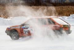 体育在汽车的冰竞争 免版税库存照片