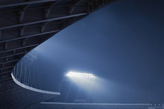 体育场光看法在晚上 库存图片
