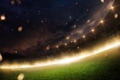 体育场在火、烟和夜 免版税库存图片