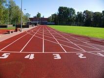 体育场的红色跑马场 免版税库存图片