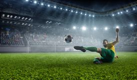 体育场的足球运动员 混合画法 免版税库存照片