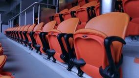 体育场竞技场位子椅子 橙色观众的就座行在体育体育场内 股票录像