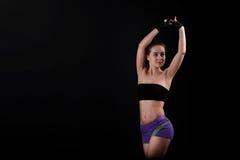 体育女孩拉扯手对黑背景上面  免版税库存图片