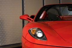 体育红色汽车细节 免版税图库摄影