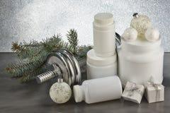 体育营养和圣诞装饰 库存照片