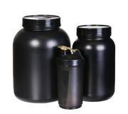 体育营养集合、乳清蛋白和获得者。黑塑料瓶子 免版税图库摄影