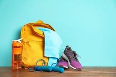 体育袋子和健身房设备 库存图片