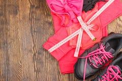 体育运动鞋和体育胸罩 库存图片