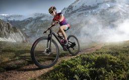 体育运动 登山车骑自行车者 免版税库存图片